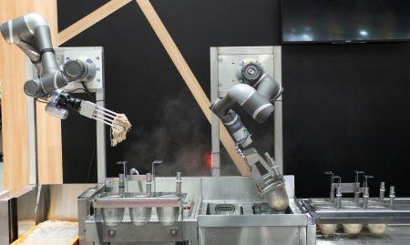 日本初!ロボットアーム2本と人との協働調理<br>進化した「駅そばロボット」海浜幕張駅で本格稼働!<br>日時:2021年3月10日(水)~  場所:そばいちペリエ海浜幕張店